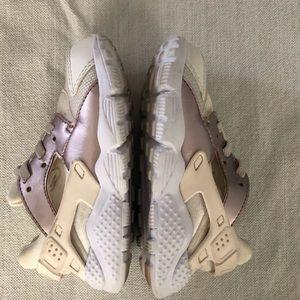 Nike toddler girls huaraches size 9c